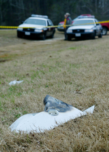 Uno dei tantissimi pezzi caduti dopo l'esplosione