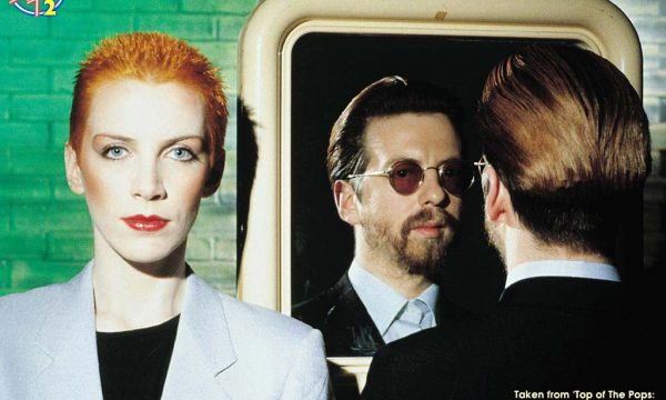SWEET DREAMS – Eurythmics – (1983)