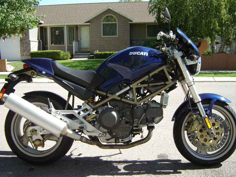 Ducati_900_Monster_City