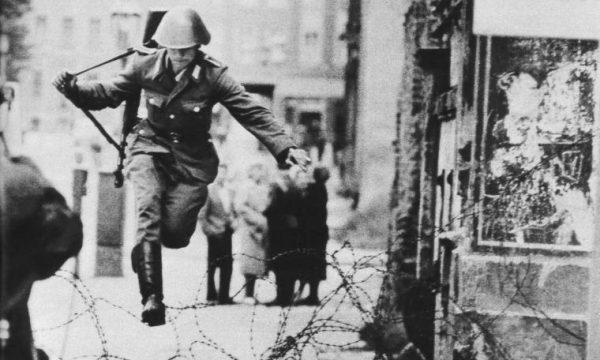 CADUTA MURO DI BERLINO – (09/11/1989)