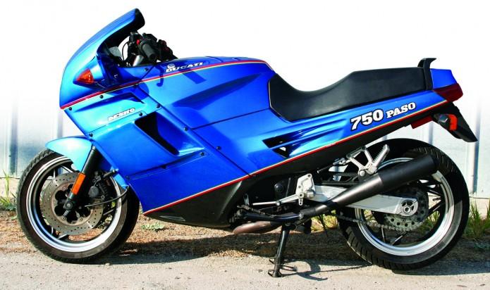 Ducati-Paso-750-celeste-