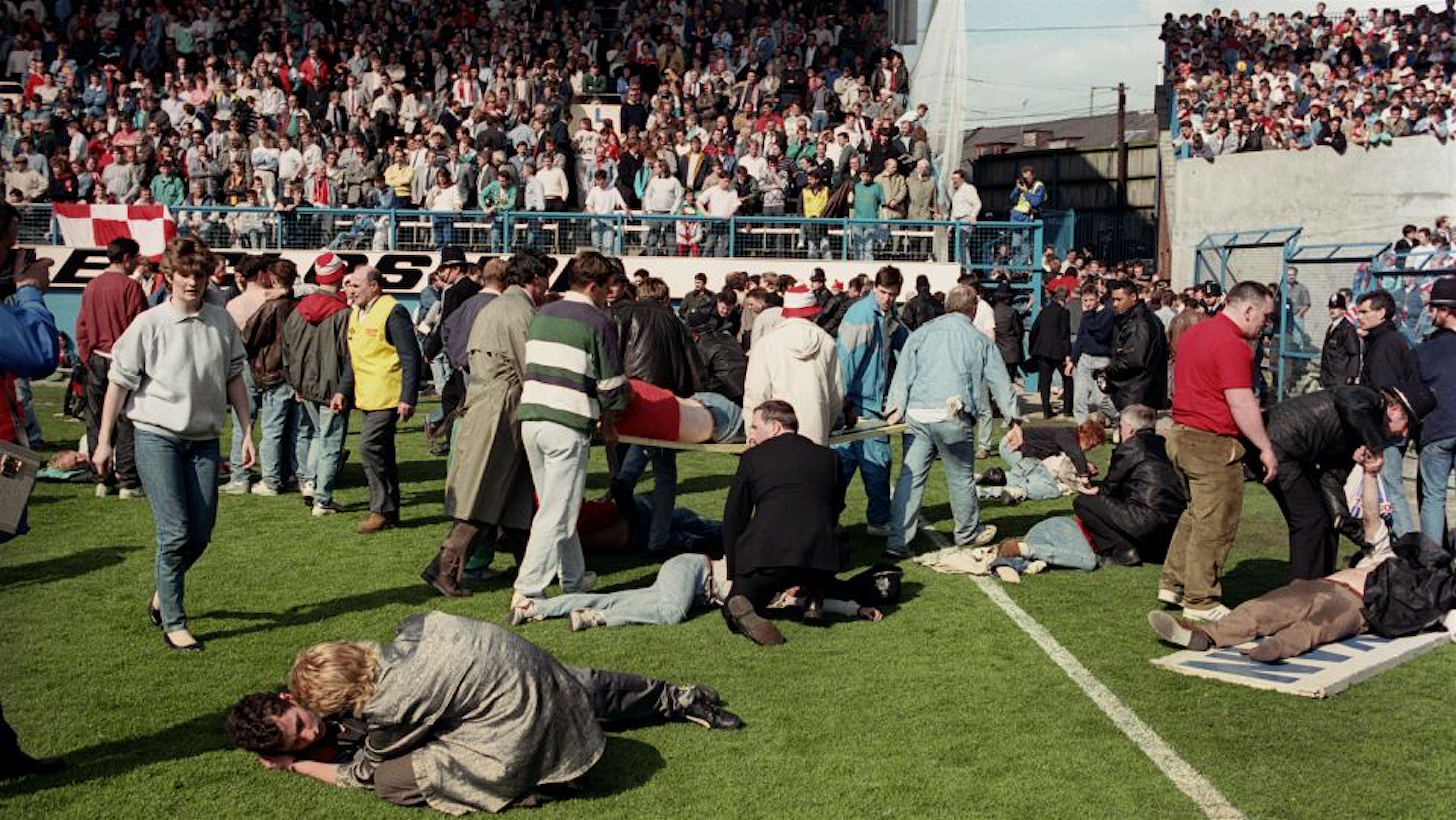 HILLSBOROUGH TRAGEDY. LIVERPOOL SUPPORTERS ARE HELPED AFTER BEING CRUSHED AGAINST THE SAFETY RAILINGS. Z4