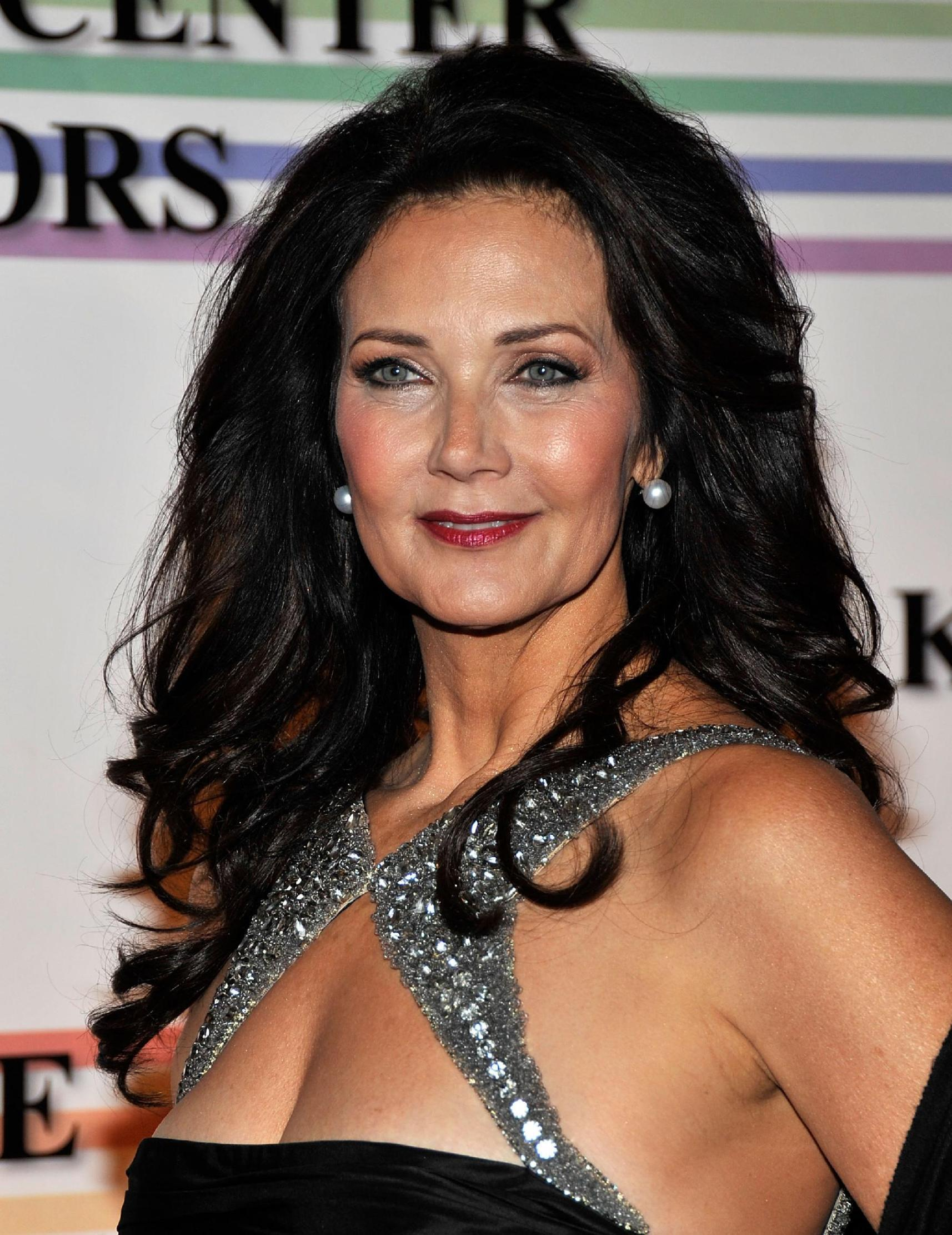 LYNDA CARTER WONDER WOMAN 2011