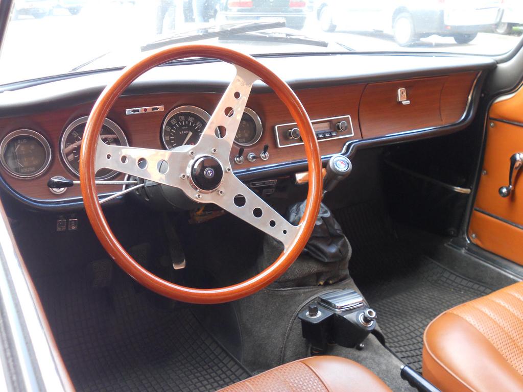 Storia Dellauto Alfa Romeo Junior 13001600 additionally Alfa Romeo moreover Period Photos additionally Photos Alfa Romeo Alfasud 901 1972 1977 142931 640x480 besides 2015 Ford Focus Accessories. on 1972 alfa romeo