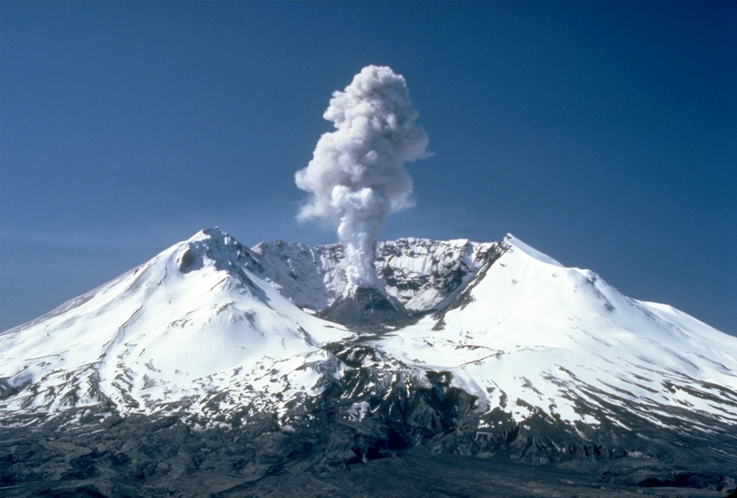 mount st helens two years after eruption
