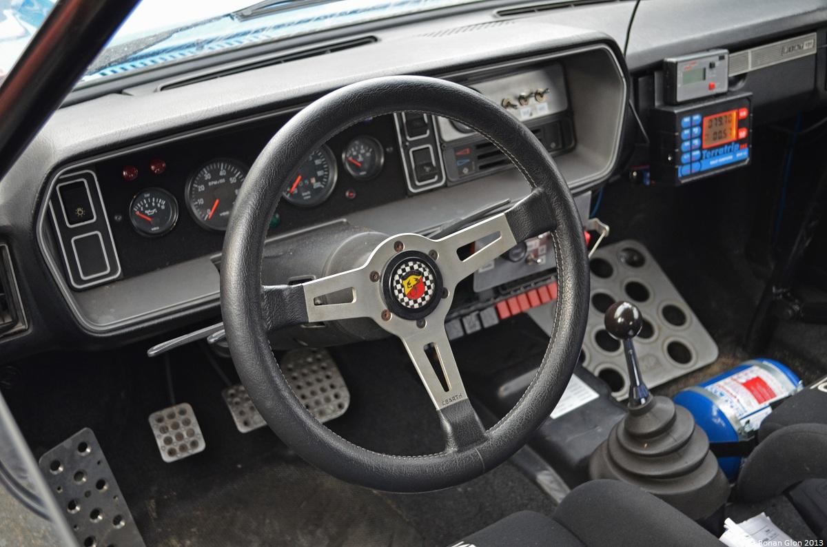 Fiat_131_abarth_rally_interni