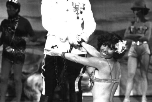 BAMBOLE NON C'E' UNA LIRA – (1977)