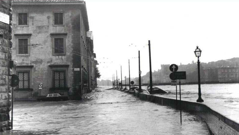 Alluvione di Firenze il lungarno
