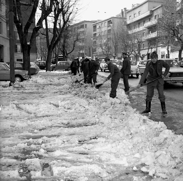 ondata di freddo 1971 esercito spala la neve