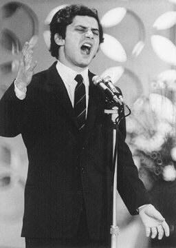 Luigi Tenco negli ultimi istanti di vita: scalinata Hote e sul palco di Sanremo durante l'esecuzione di Ciao amore ciao