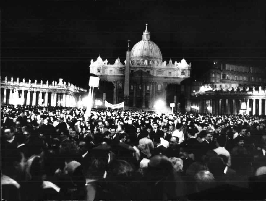 PAPA GIOVANNI XXIII DISCORSO LUNA 1962 PIAZZA SAN PIETRO