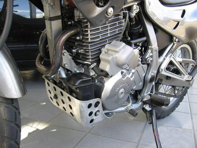 honda nx 650 dominator motore