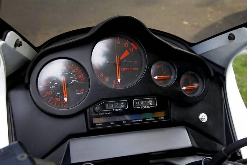 Honda-VF1000F 1984