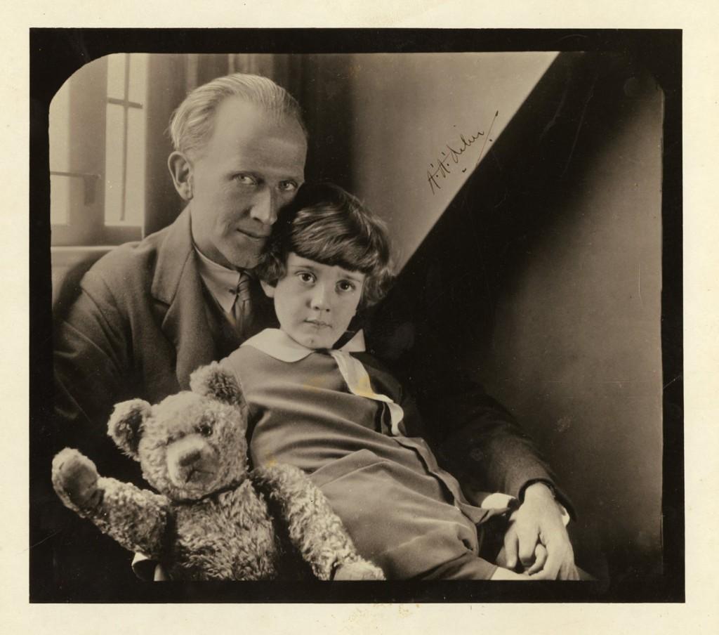A.A.Milne con suo figlio Christofer e...Winnie the Pooh...