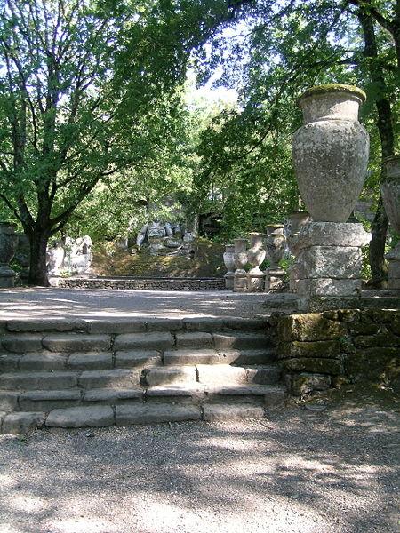 Parco dei Mostri - Piazza dei Vasi -