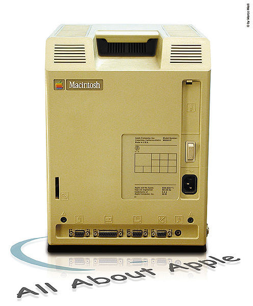 Posteriore di un Macintosh 128k con i connettori
