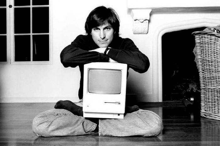 Steve_Jobs_macintosh_128k_