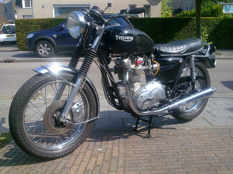 Triumph_Bonneville_1977