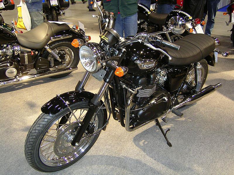 Triumph_Bonneville_Black_790cc_2004