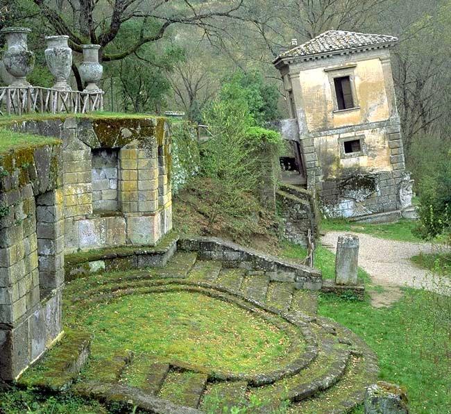Parco dei Mostri - Casa Pendente -