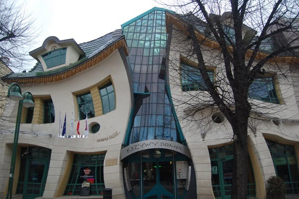 The Crooked House - Inspirata alla Foresta ed edificata nei dintorni
