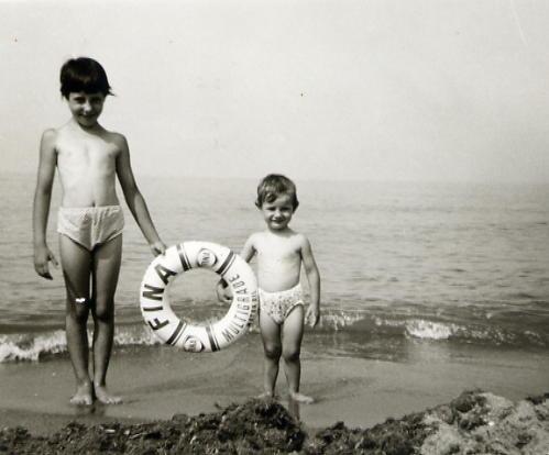 1965 tirrenia io mi sorella e la ciambella FINA