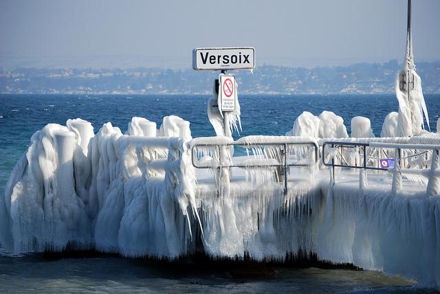 Versoix lago di ginevra porto ghiacciato-