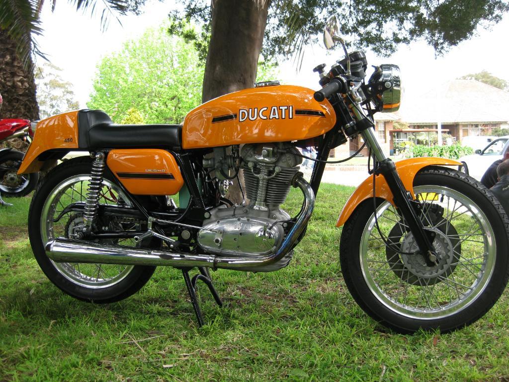 Ducati-450-Desmo-