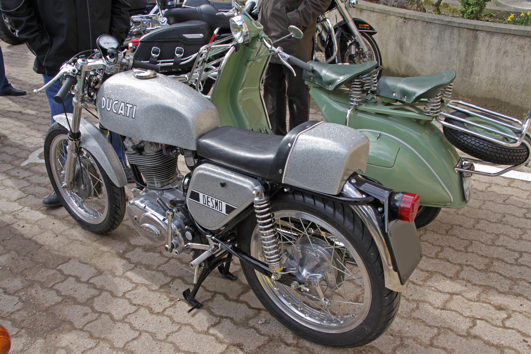 Ducati Desmo nella colorazione tipica della prima serie