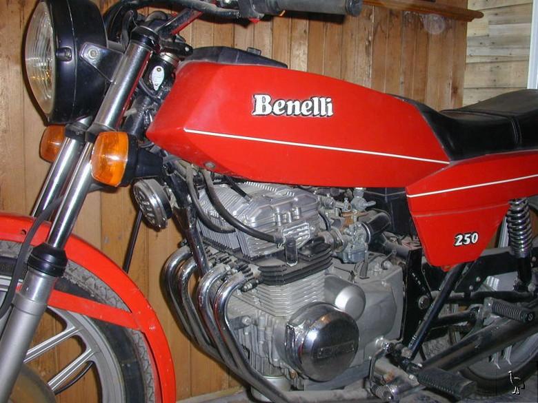 benelli-quattro-250-motore