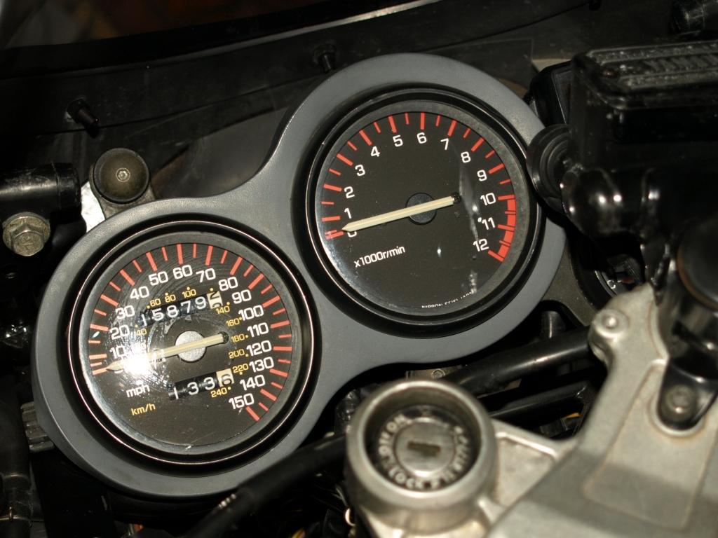 La strumentazione della Yamaha RD 500 LC