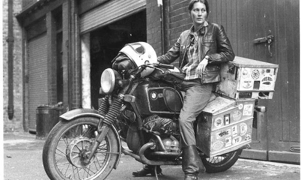 ELSPETH BEARD la pioniera del giro del mondo in moto – (1980)