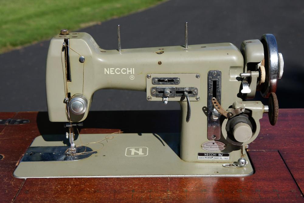 Necchi macchina per cucire oggetti passato anni 50 e anni 60 for Macchine da cucire singer modelli