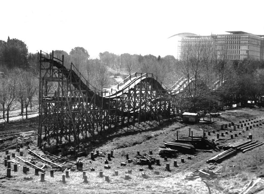 luna park costruzione delle montagne russe