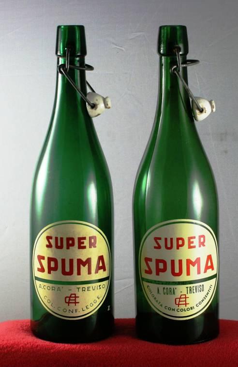 spuma bottiglie di vetro