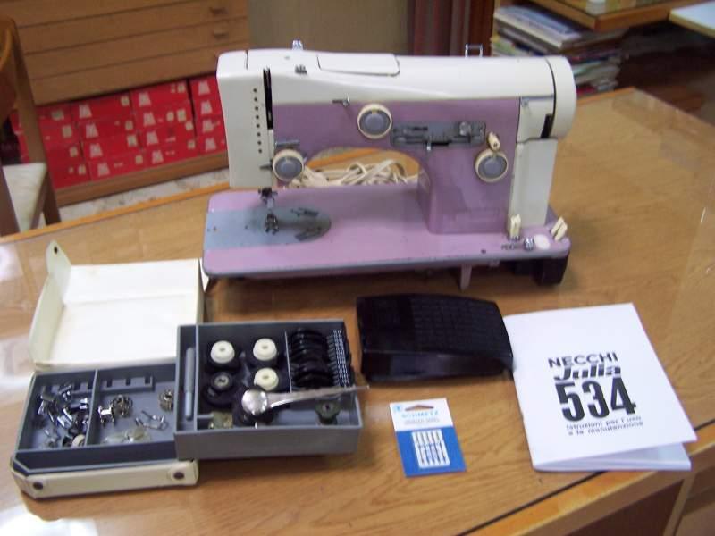 Pin macchine per cucire meccaniche singer prezzi sewshop for Macchine per cucire necchi prezzi