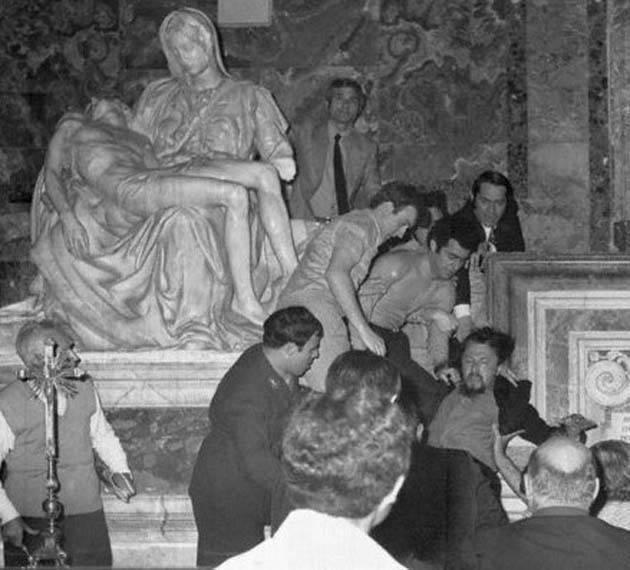 pietà di michelangelo assalto vandalico 1972