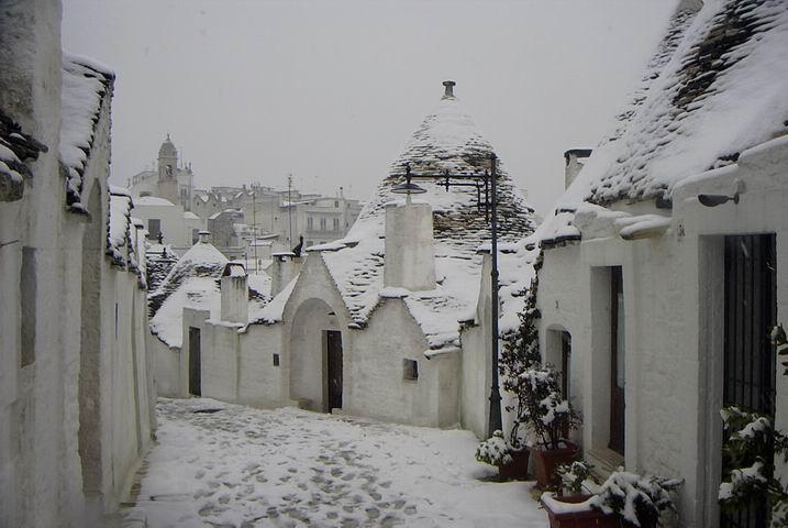 trulli di alberobello sotto la neve