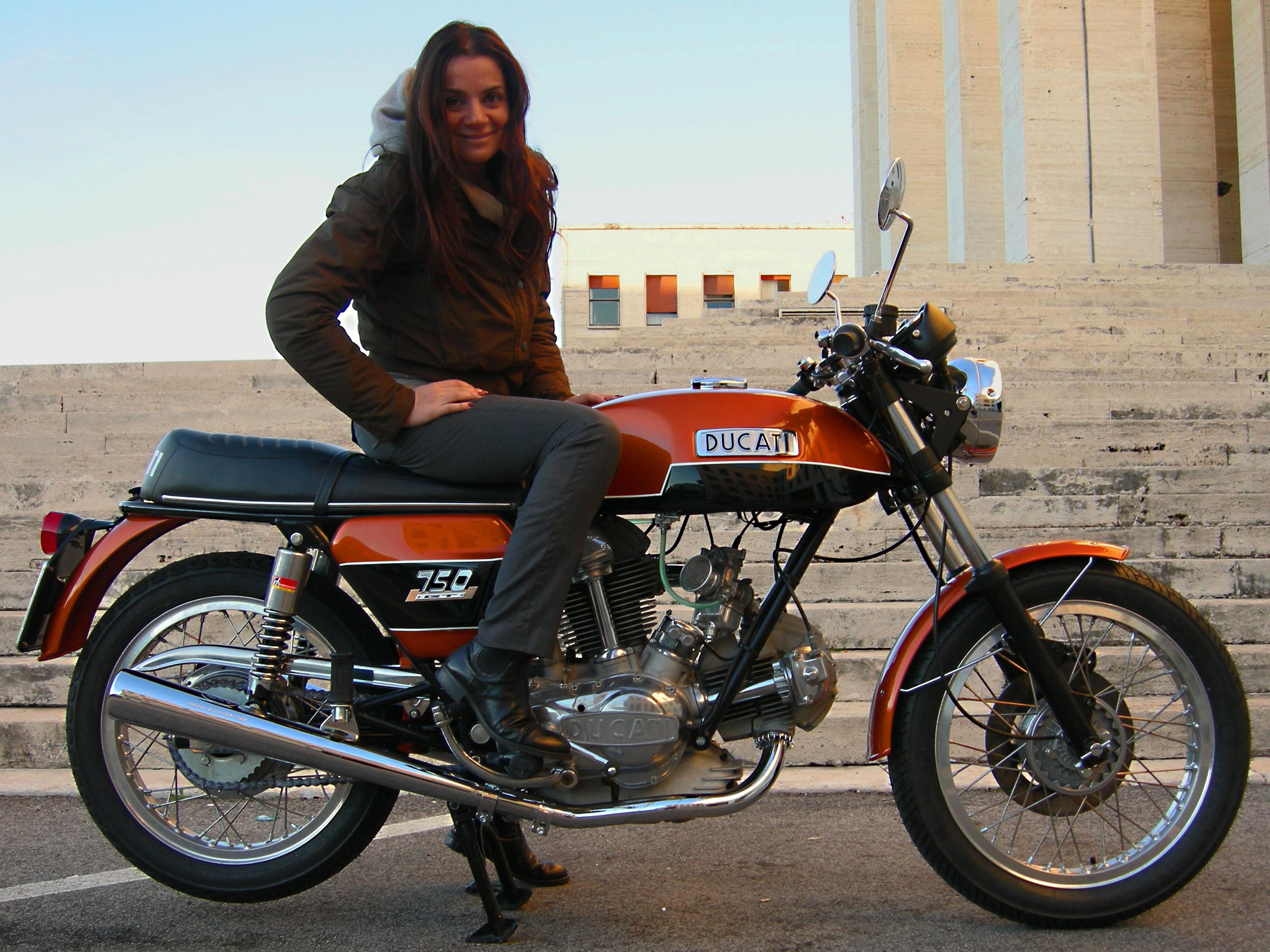 Fiammetta Ducati 750 GT del 1974