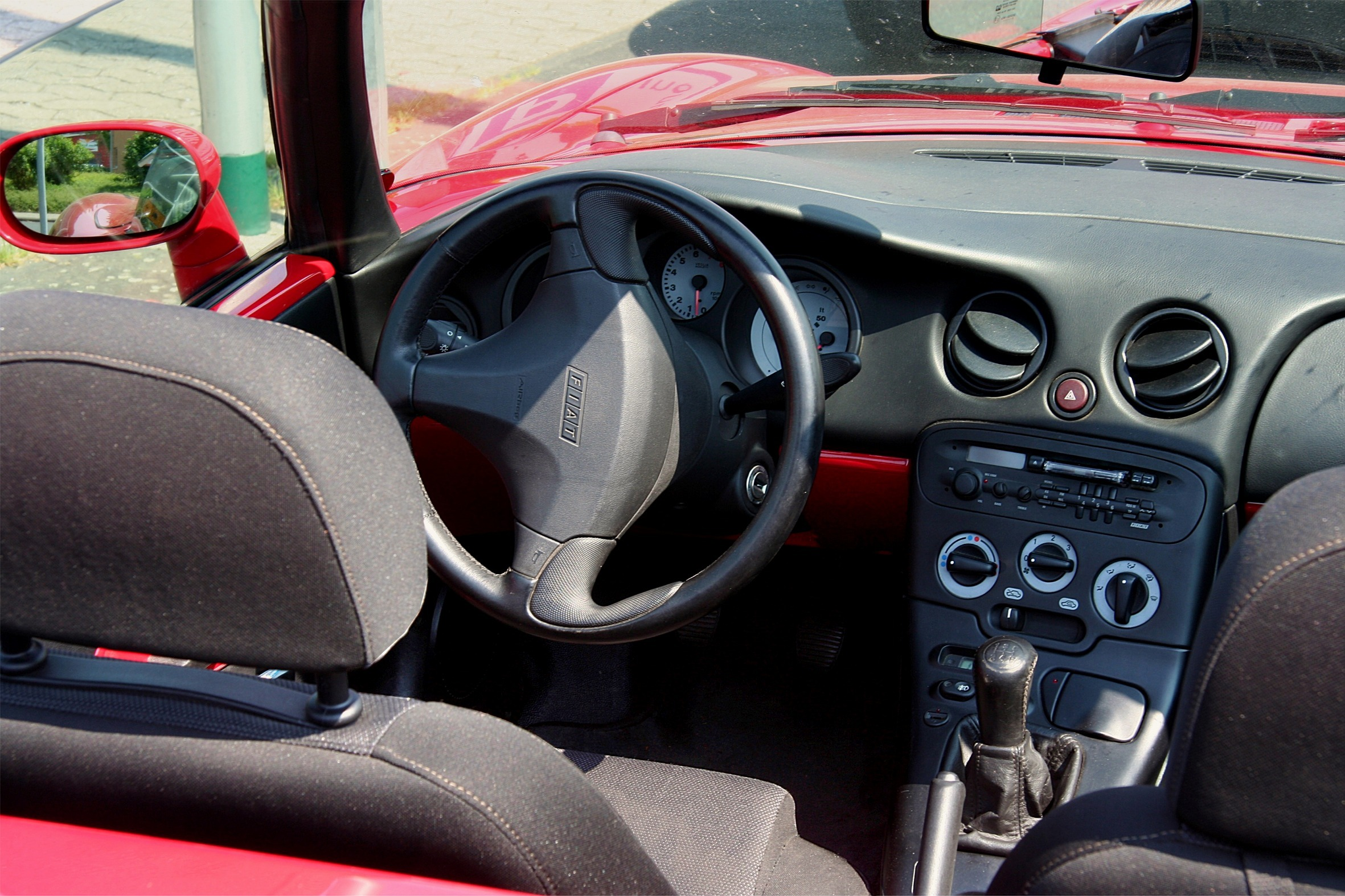 Fiat_Barchetta,_Bj._1997_-_Cockpit