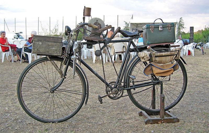 Tipica bicicletta dell' Arrotino con tutti gli accessori