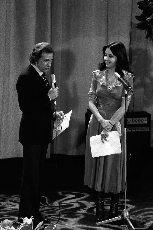 Sabina Ciuffini presenta il Festival di Sanremo 1975