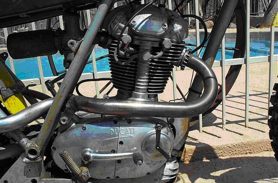 Ducati_rt_450 desmo_motore 2