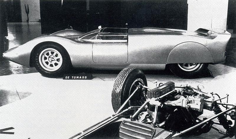 La_De_Tomaso_P70_in_prima_assoluta_al_salone_dell'auto_sportiva_di_Torino_nel_febbraio_1965