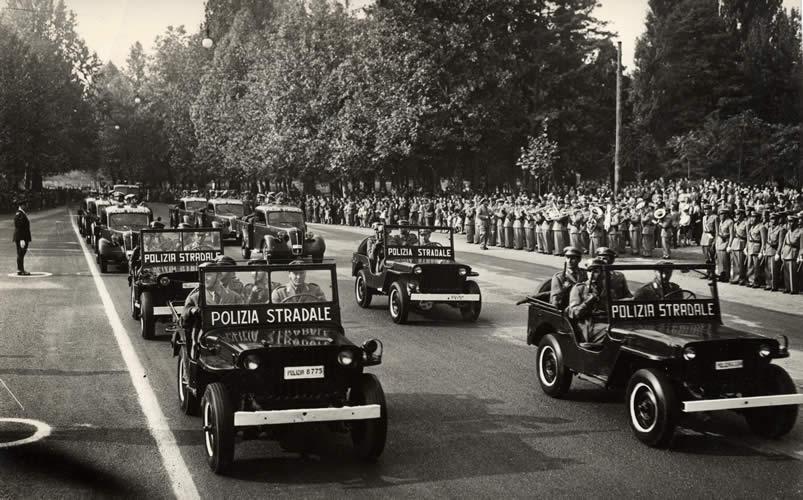polizia_stradale_1949_sfila_milano_2