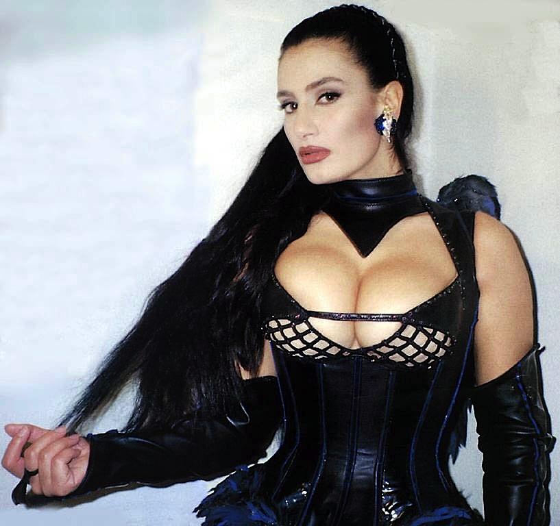 angela_cavagna_sexi