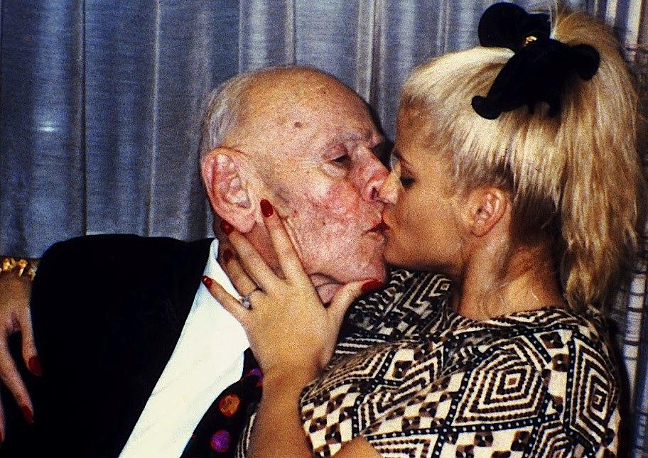 Anna_Nicole Smith_Kissing Husband_ Howard_ Marshall_II