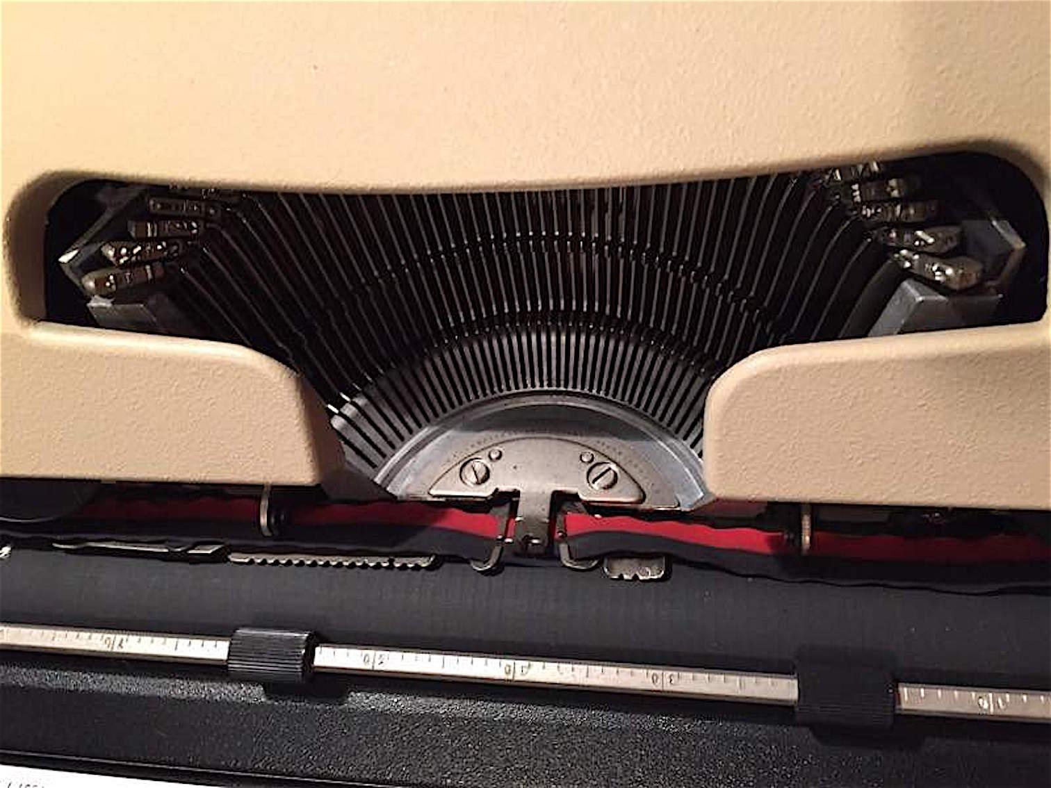 macchina da scrivere olivetti lettera 35 1972 interni