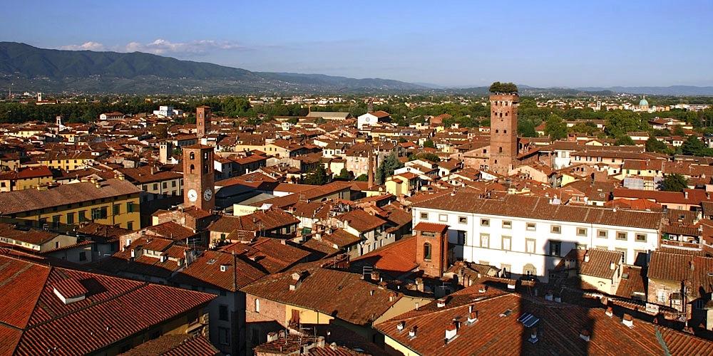 Lucca_veduta_TorreOrologio2
