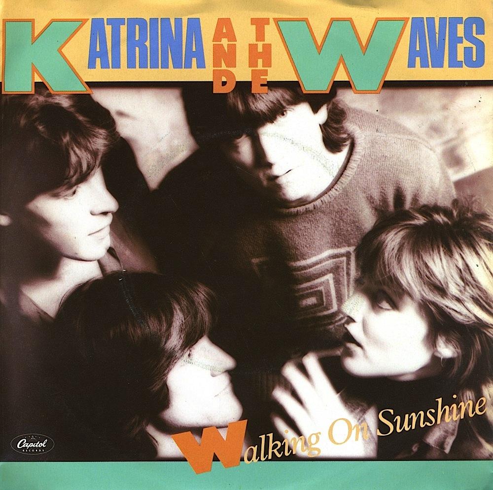 katrina_andt_he_waves_copertina_wlaking_on_sushine
